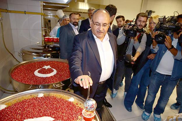 ÜMRANİYE'DE BU YIL KAZAN KAZAN AŞURE İKRAM EDİLECEK..
