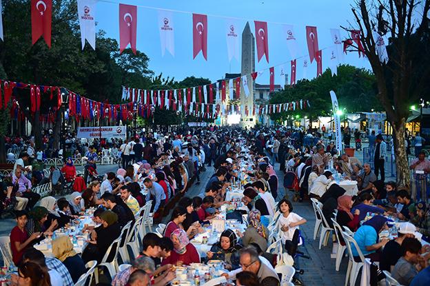 TÜRKİYE RAMAZAN'DA İSTANBUL'A AKIYOR..