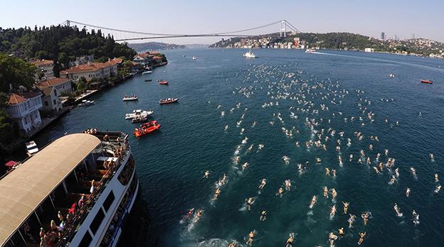 İKİ KITA ARASI 55 ÜLKEDEN 2.400 KİŞİ YÜZECEK..