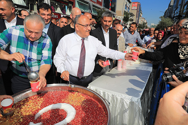 MUHARREM AYININ BEREKETİ ÜMRANİYE'DE YAŞANDI..