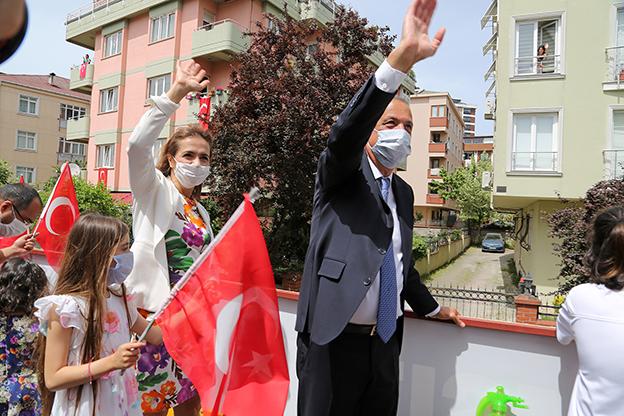 19 MAYIS COŞKUSU ATAŞEHİR'DE EVLERDEN TAŞTI..