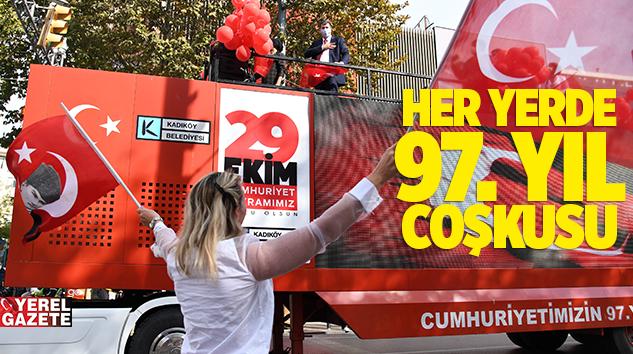 KADIKÖY'DE KLASİK OTOMOBİL KONVOYU'YLA KUTLAMA..